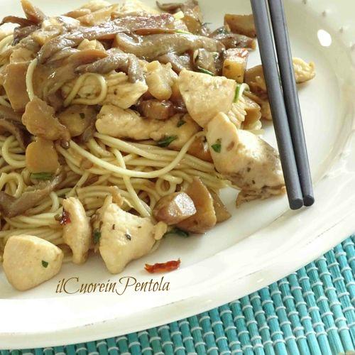 noodles con pollo e funghi ricetta