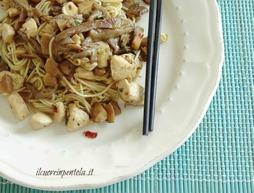 pollo e funghi con noodles