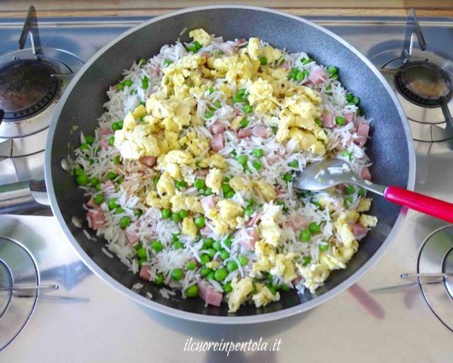 aggiungere uova strapazzate