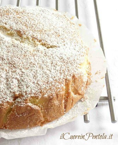 spolverare torta con zucchero a velo