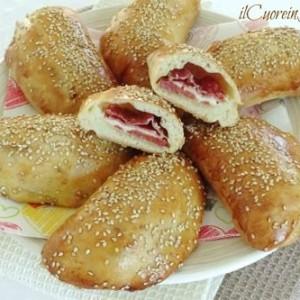 calzoni siciliani con salame