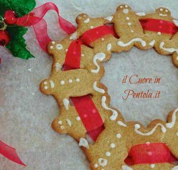 corona di pan di zenzero natalizia