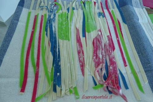 tagliatelle fresche colorate fatte in casa