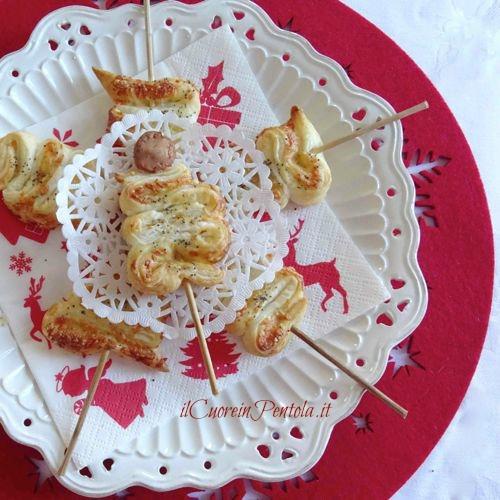 alberelli di pasta sfoglia natalizi