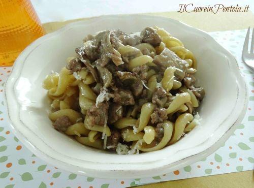 pasta con salsiccia e funghi ricetta