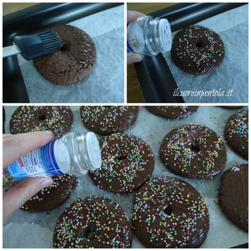decorare biscotti con cioccolato e zuccherini