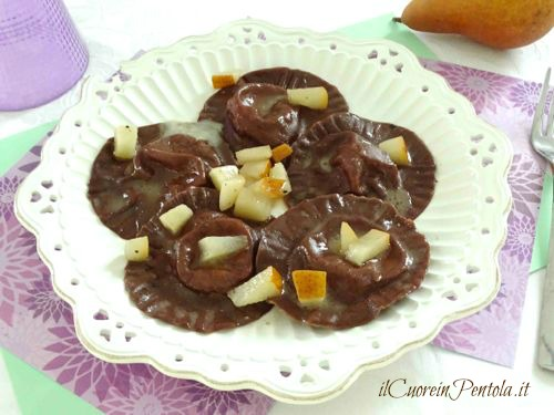 ravioli al cacao con gorgonzola e pere