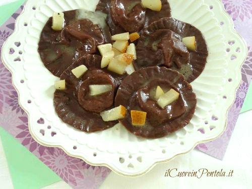 ravioli freschi al cacao con gorgonzola e pere