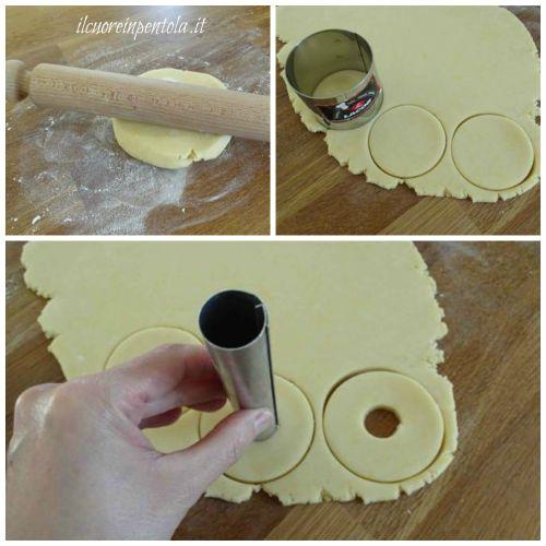 stendere pasta frolla e ritagliare biscotti