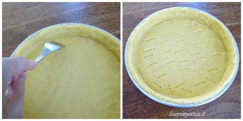 foderare teglia con pasta frolla e bucherellare fondo