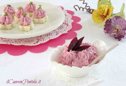 Mousse di caprino e barbabietola