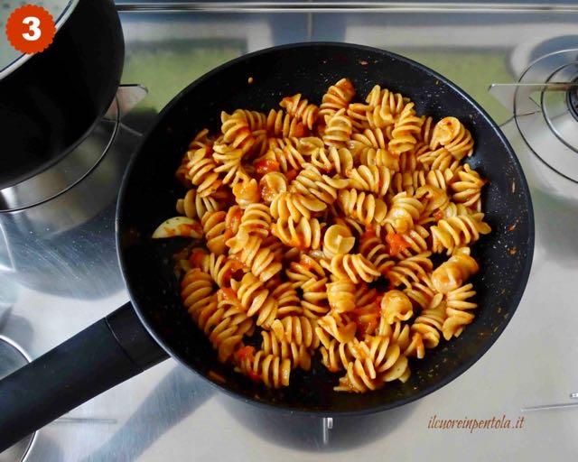 mescolare pasta con crema di peperoni