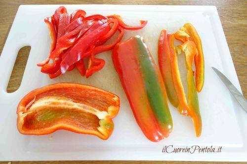 tagliare peperoni a strisce