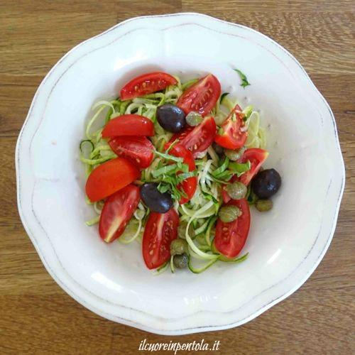 aggiungere pomodori olive e capperi