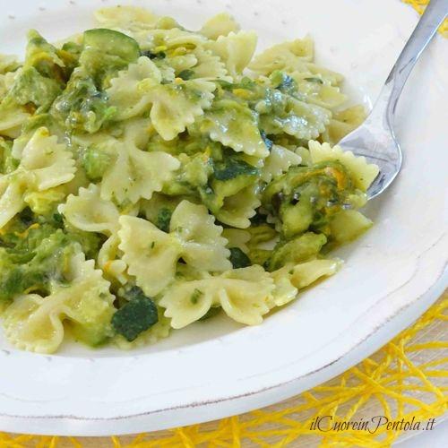 pasta con zucchine e fiori di zucca ricetta