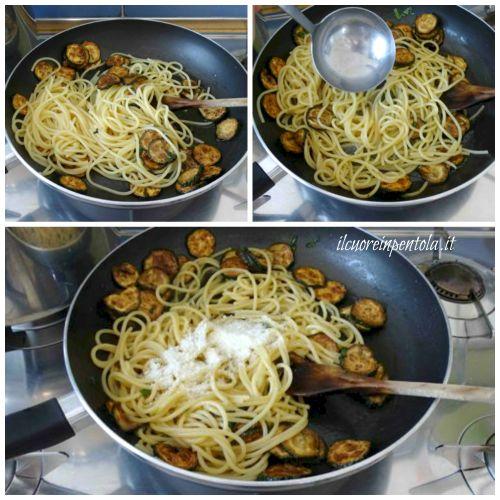 trasferire spaghetti nella padella con le zucchine fritte
