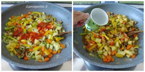 aggiungere pomodoro e acqua