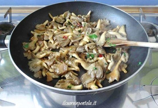 cuocere funghi in padella