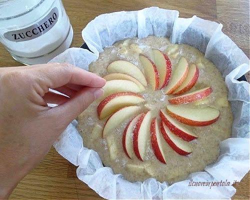 decorare torta con mele