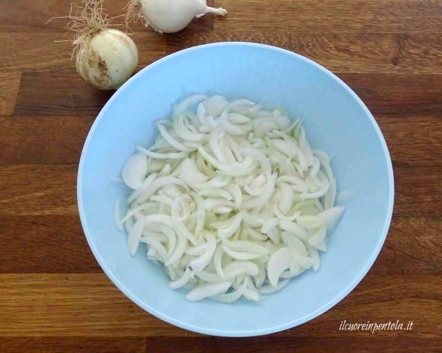 affettare cipolle
