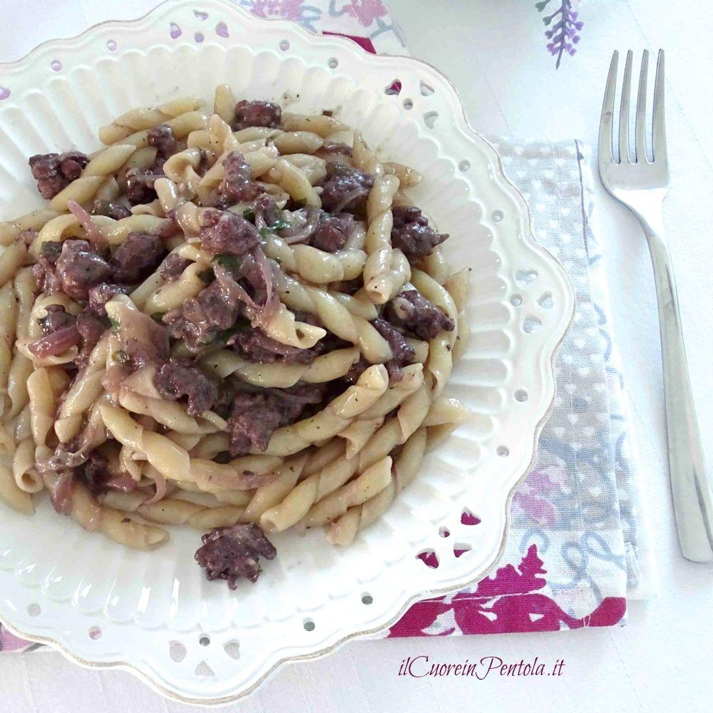 pasta con salsiccia al vino rosso