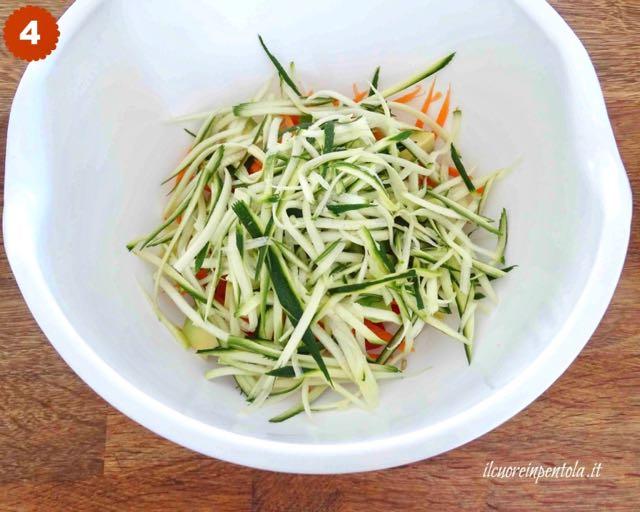condire insalata di zucchine crude