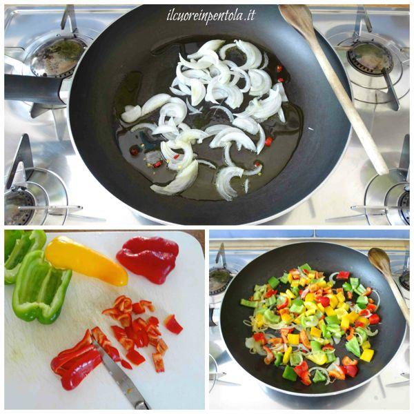 soffriggere cipolla e aggiungere peperoni