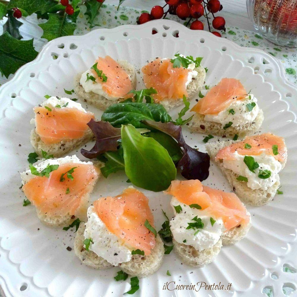 Tartine al salmone come fare le tartine al salmone il for Salmone ricette
