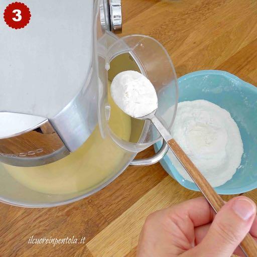 aggiungere mix di farina, fecola e lievito