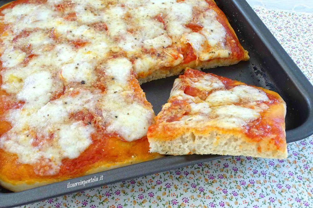 Pizza fatta in casa ricetta pizza fatta in casa in for Pizza in casa