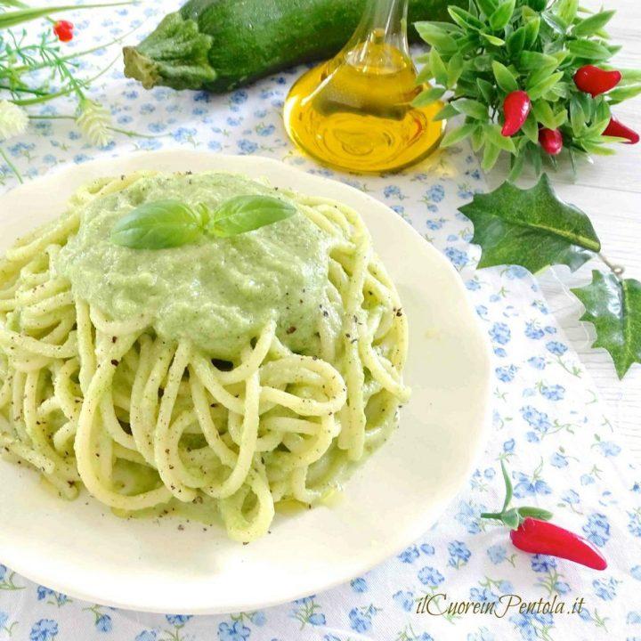 pasta con crema di zucchine a crudo