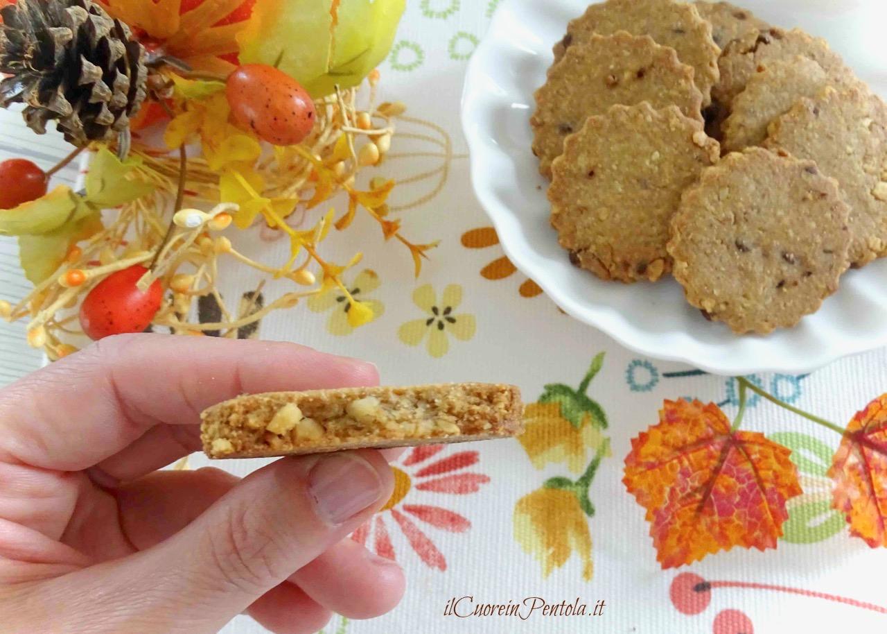 biscotti al farro nocciole e cioccolato