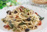 Pasta con scarola, olive e acciughe