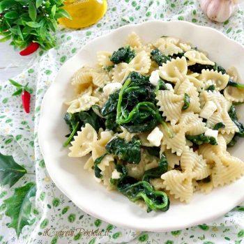 pasta con spinaci e feta