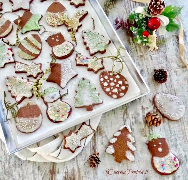 Regalare Biscotti Di Natale.Biscotti Di Natale Decorati Semplici Ricetta Facilissima Il Cuore In Pentola