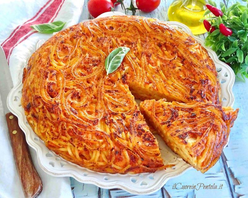 frittata di spaghetti al sugo
