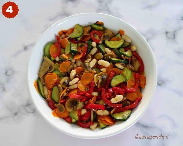 mettere verdure nella teglia