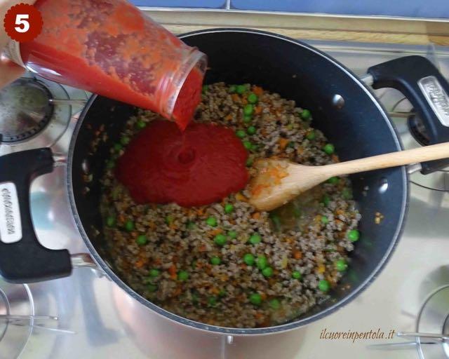 aggiungere passata di pomodoro