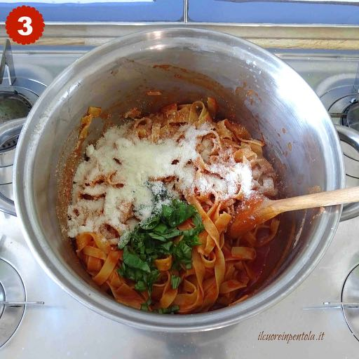cuocere e condire tagliatelle