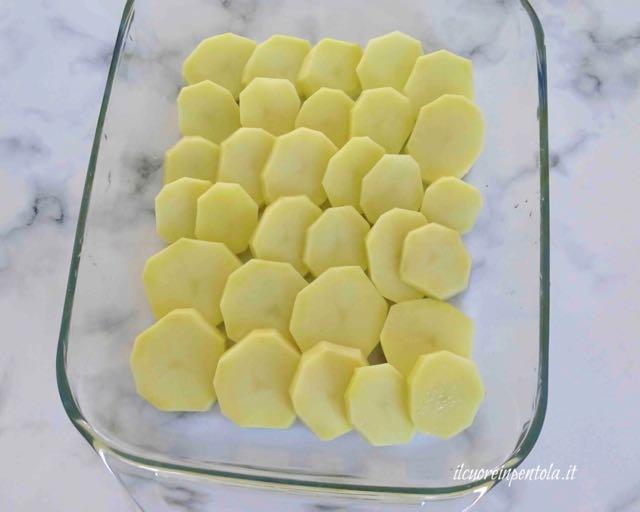 mettere patate nella teglia