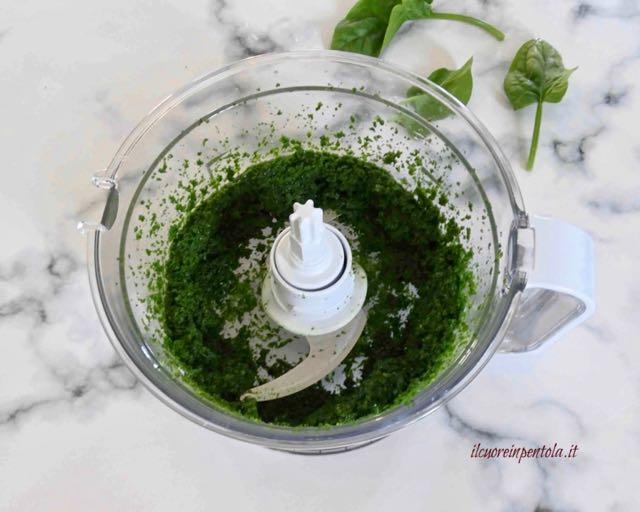 frullare spinaci e olio