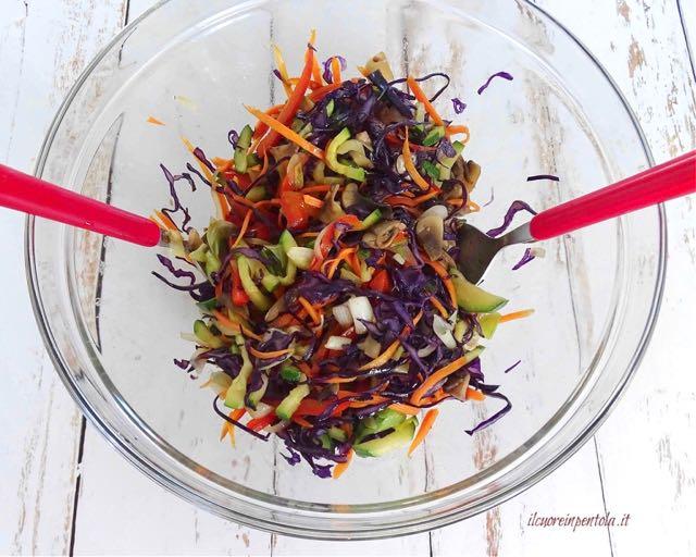 mescolare e condire verdure