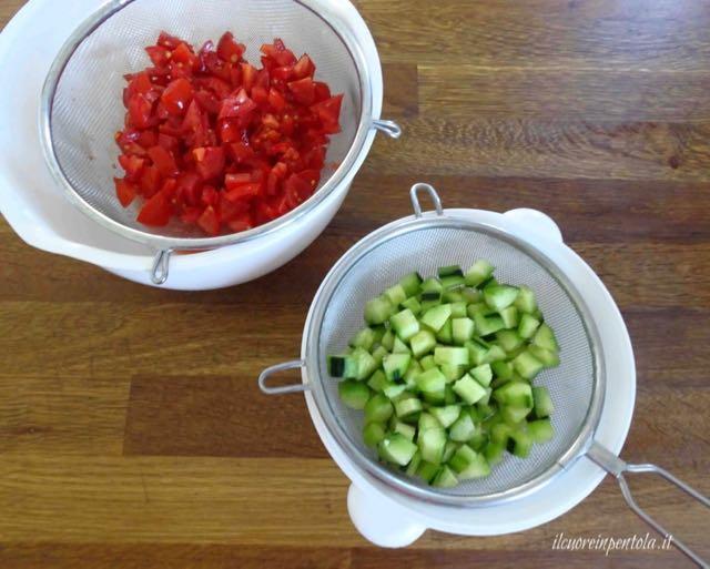 tagliare pomodori e cetrioli