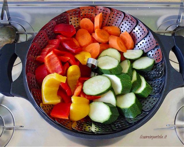 aggiungere zucchine e peperoni