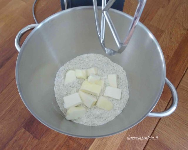 lavorare farina e burro